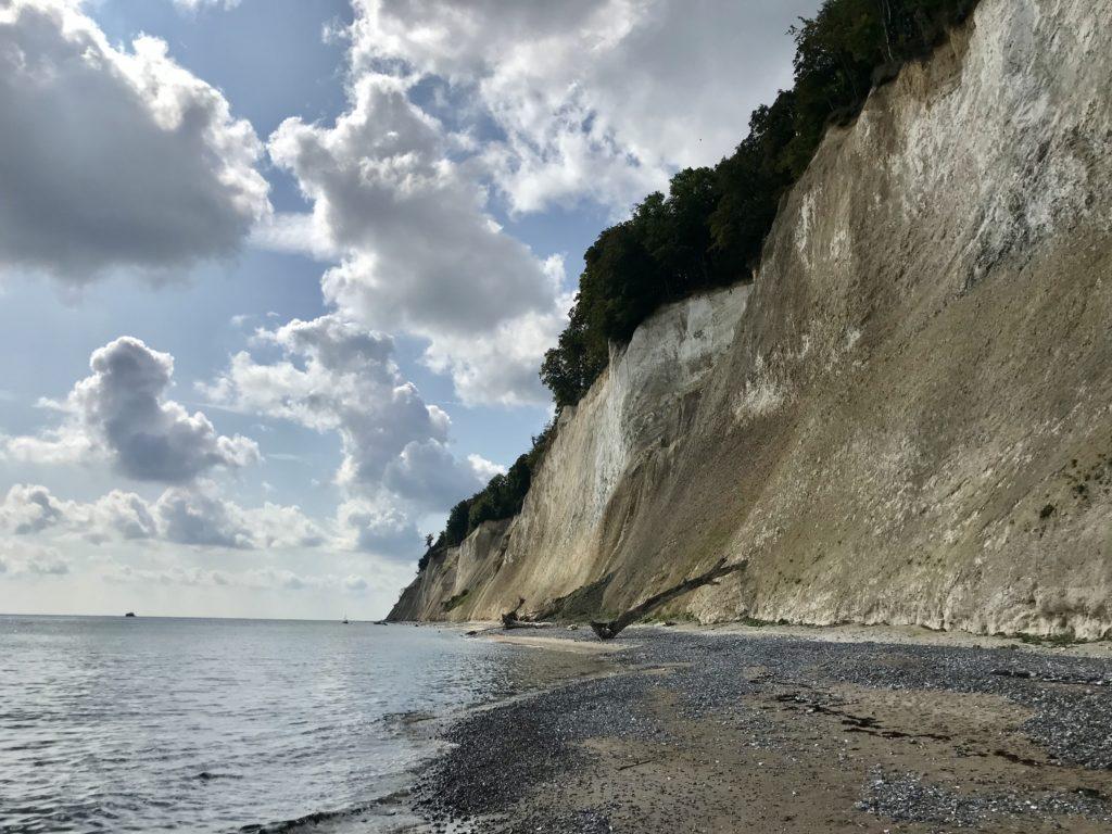 Vorsicht am Kreidefelsen Rügen Strandweg - die Felsen rutschen ab