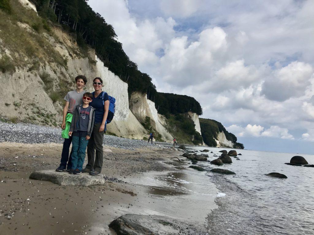 Kreidefelsen Rügen wandern - hier am Strandweg am Fuße der Steilküste
