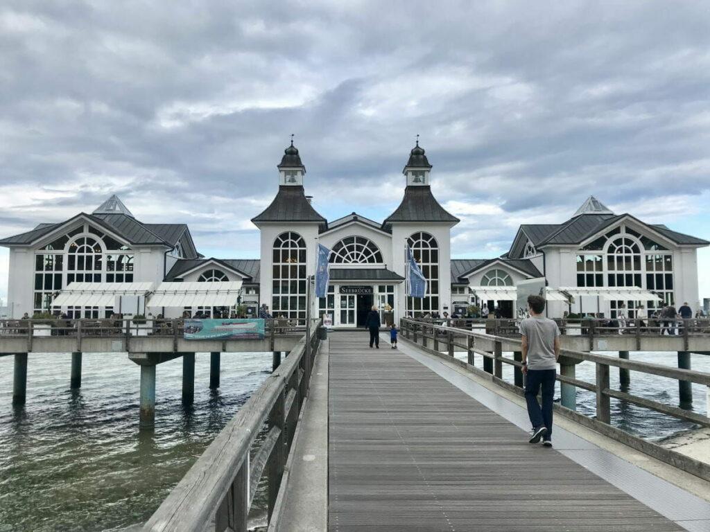 Diese bekannte Brücke fehlt in keinem guten Reiseführer Rügen